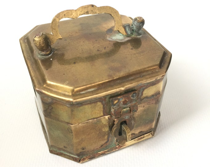 Vintage Brass Pandan/betelnut hinged box.