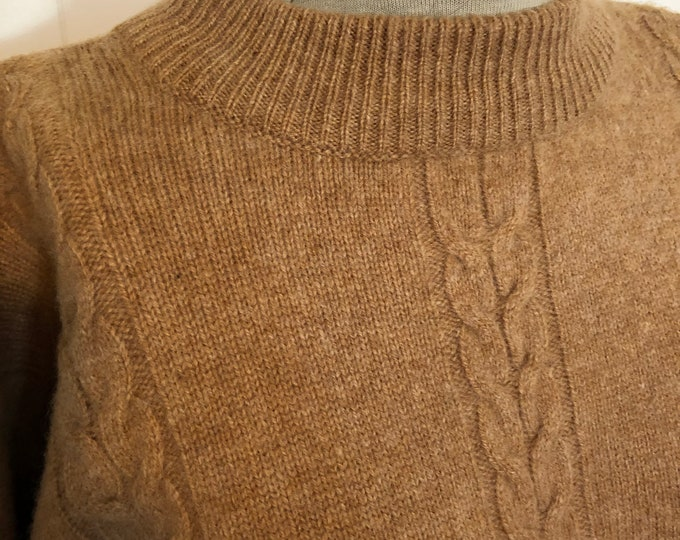 Vintage crew neck wool sweater with cable detail