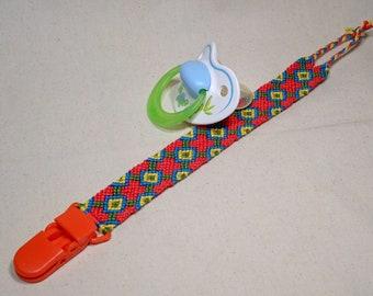 Pacifier clip - macrame, cotton, handwoven, baby gifts, red, baby accessoires, baby stuff, speenkoord, schnullerkette