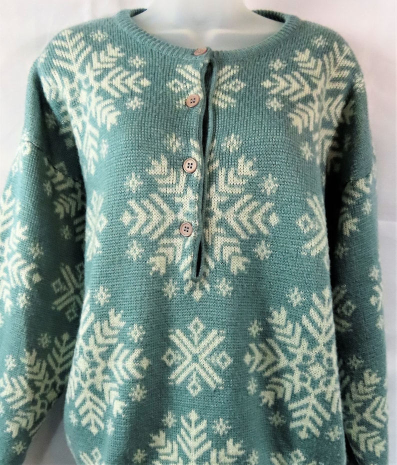 e81cf18f90735 Vintage Dolcezza Teal And Snowflake Ladies Sweater Vintage