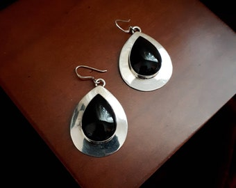 Native American vintage Navajo sterling silver and onyx oval concho and feather dangle earrings