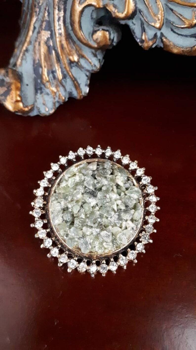 Stunning vintage pin brooch