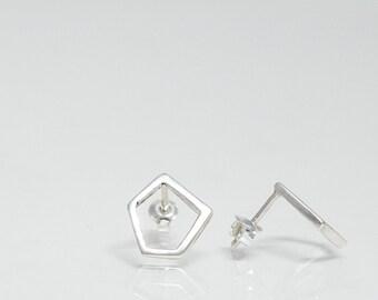 Harpa minimal: sterling silver geometric minimal earrings - irregular geometric jewels - earrings with posts