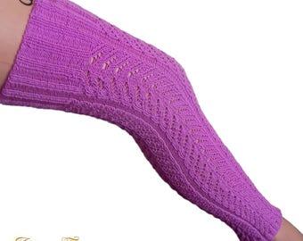 Tylish knitted leg warmers.