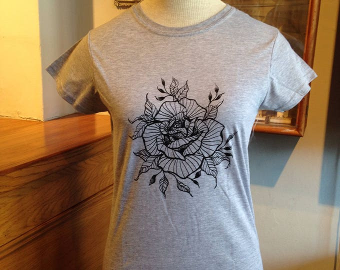 Ladie's tshirt, Handprinted by SUSYRTATTOO, ROSE blackwork style tattoo design on grey 100% cotton tshirt, size: M