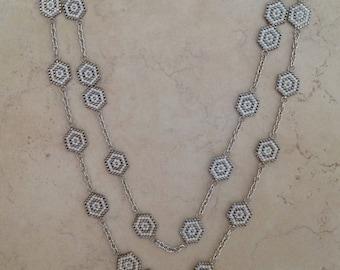 Sautoir avec chaîne peyote en perles MIYUKI DELICAS 11/0