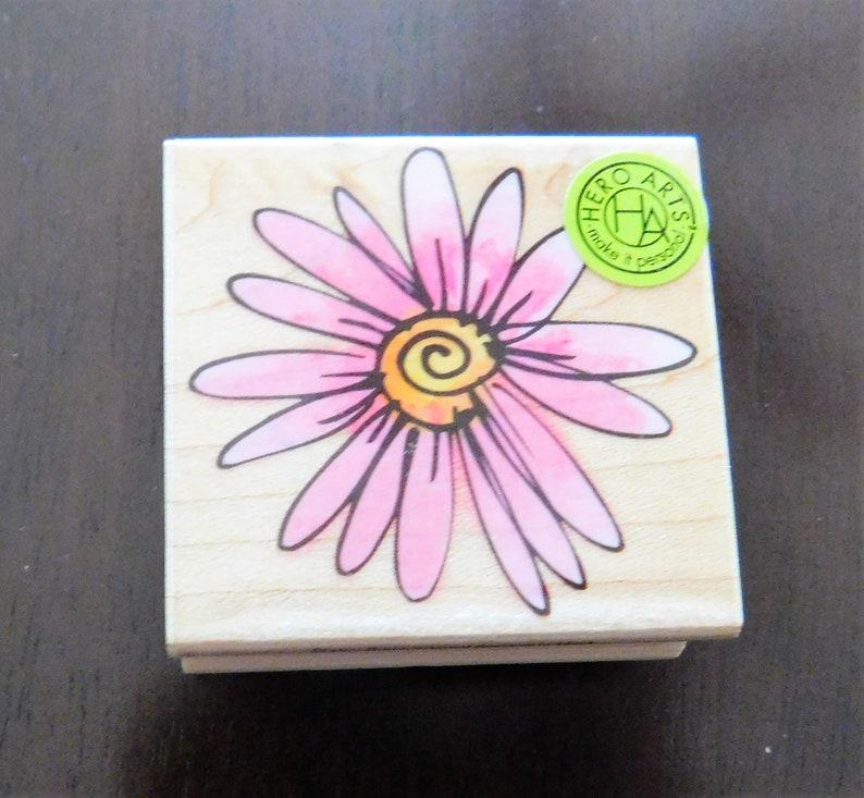 Hero Arts Daisy Flower Stamp image 0