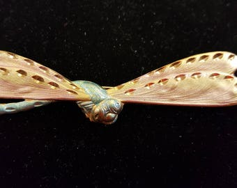Beautifully detailed dragonfly vintage pin