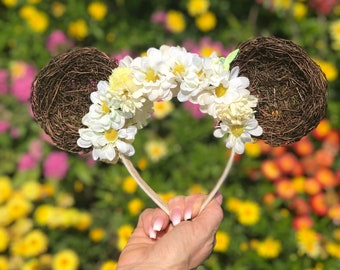 Natural Grapevine Mickey Ears With White and Yellow Flowers