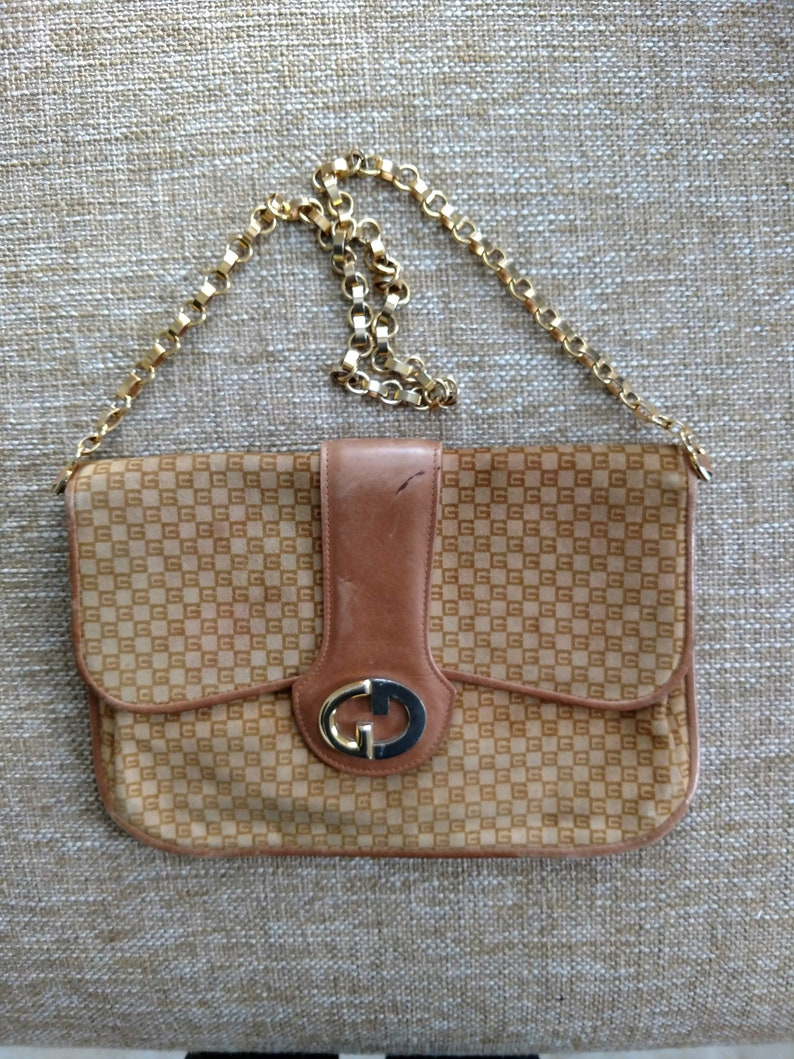 5be3b12be13 Beige Suede Vintage Gucci Shoulder Bag Purse