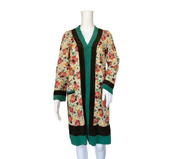 1930s Embroidered Linen Robe - image 2