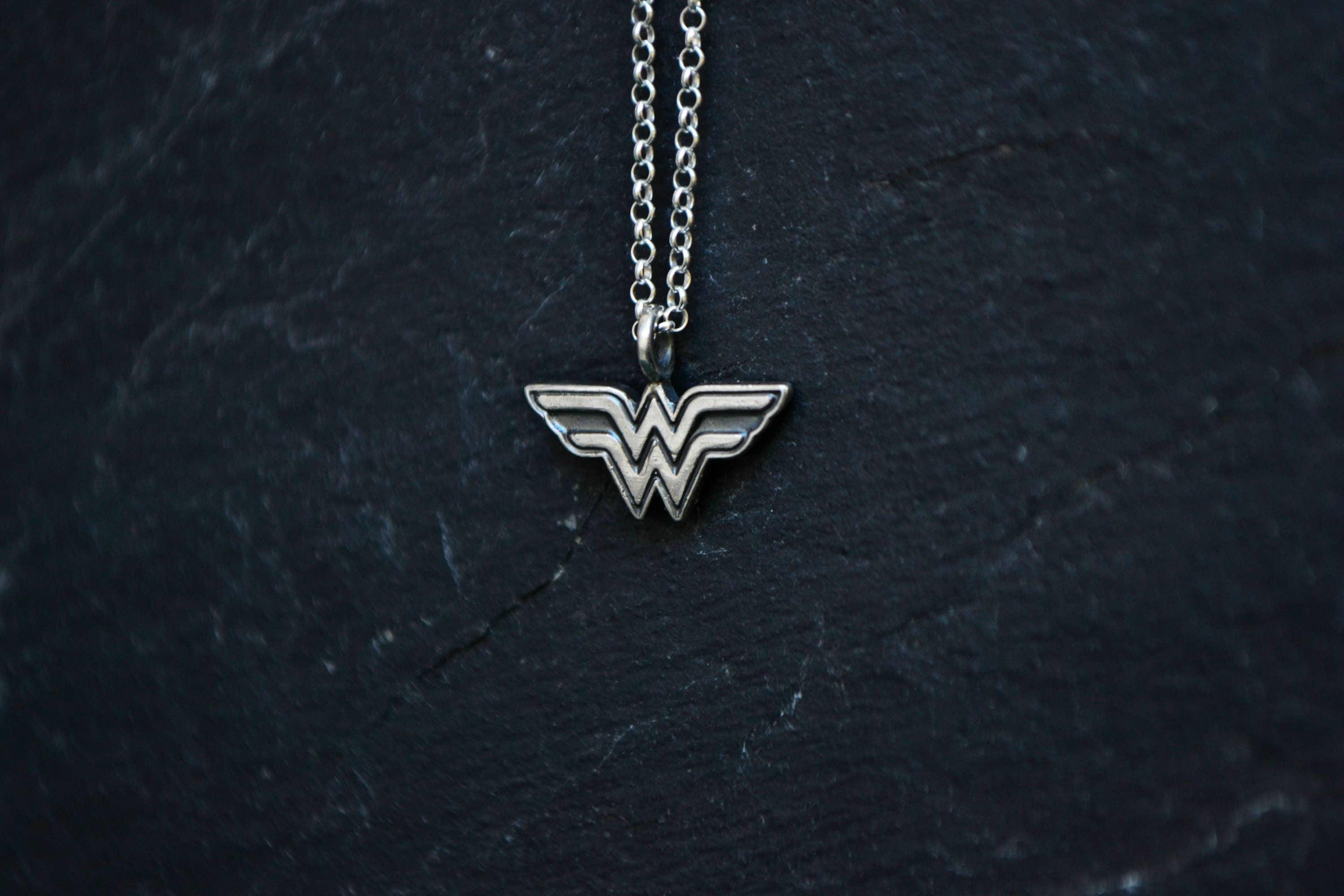 Collier de femme de merveille super h ros wonder femme en etsy - Liste de super heros femme ...