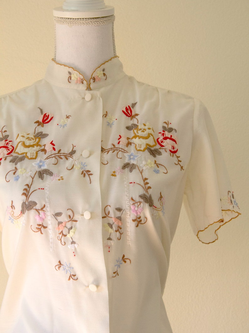 1970s Floral Embroidered Button-Up Blouse  Medium