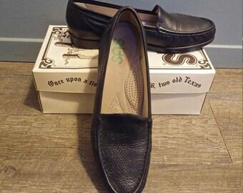 e9d0f24be48 Vintage SAS Black Leather Loafers Women s Sz 9