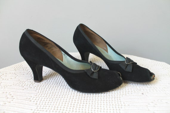 Double Indemnity Shoes - 1940s black suede peep to