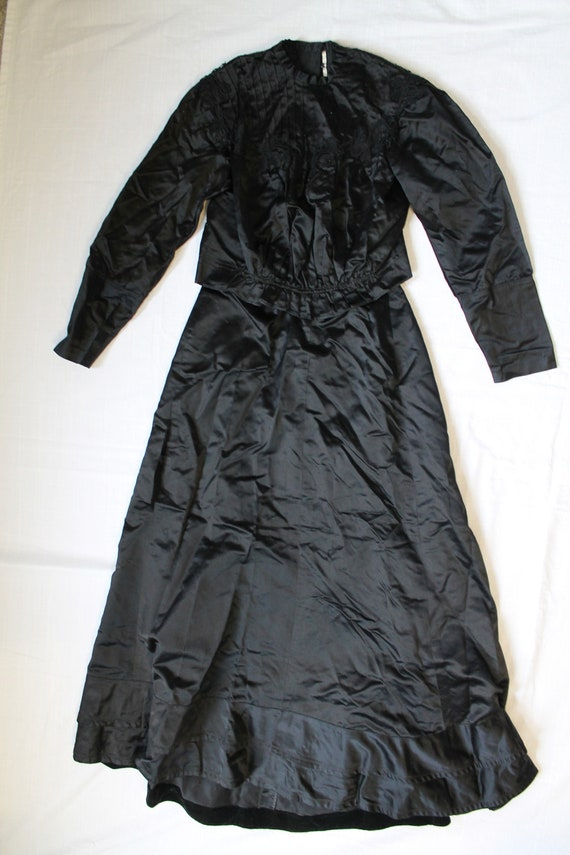 Antique Edwardian silk mourning ensemble, needs re