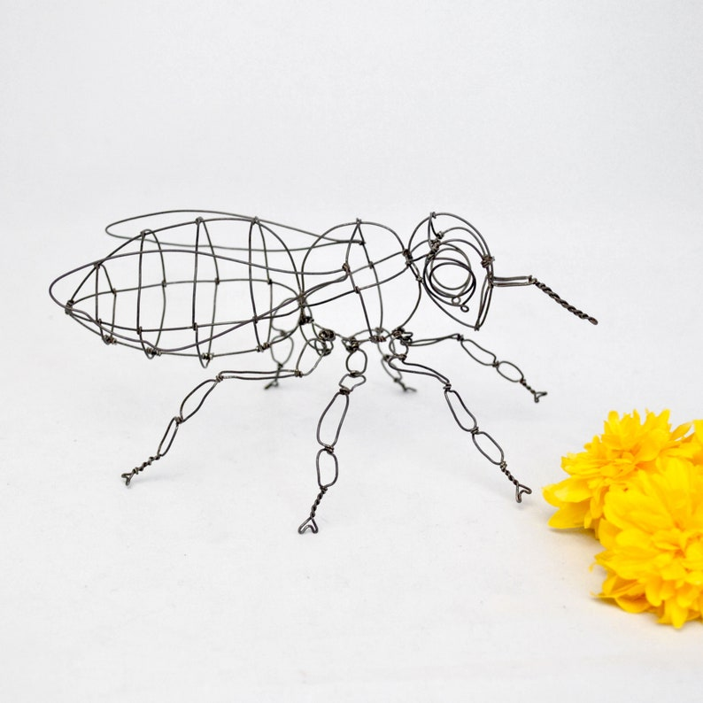 Bee  animal sculpture  Iron wire  insect  handicrafts  image 0