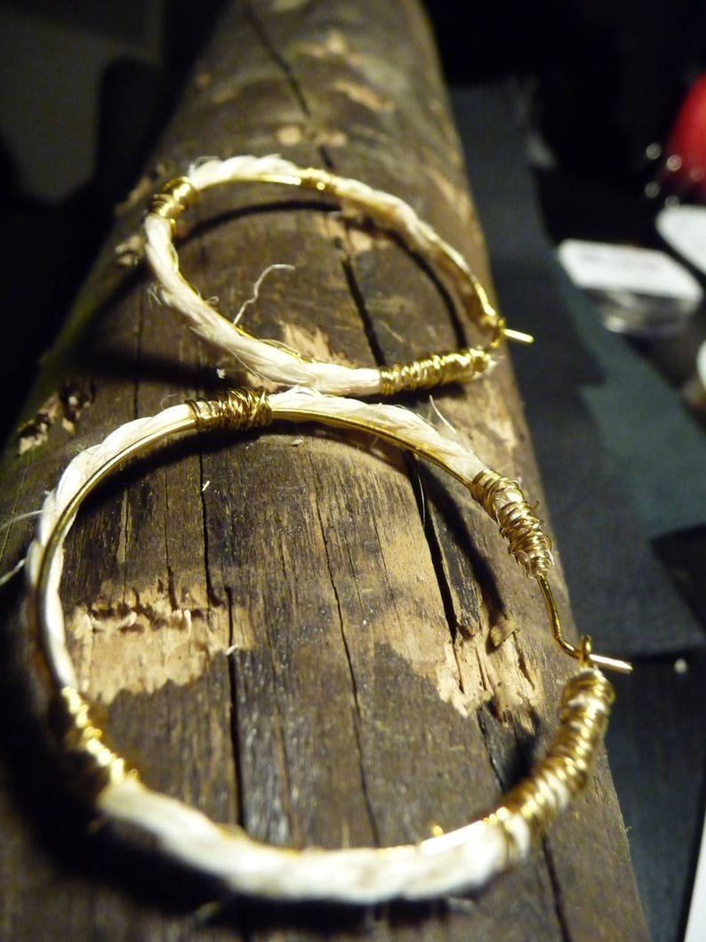 Navy hoop earrings with natural material image 1