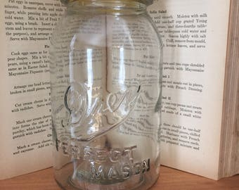 Vintage Clear Glass Quart Drey Mason canning jar, Rare, in very good condition.  It has no chips or cracks.