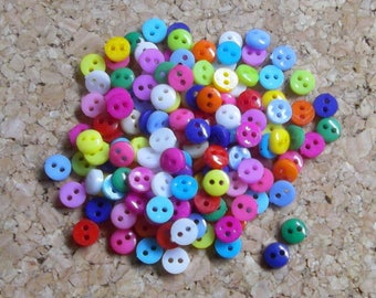 Lot de 100 mini boutons multicolores, Boutons miniatures en plastique, Micro boutons, 100 boutons 6mm, Lot de boutons mini