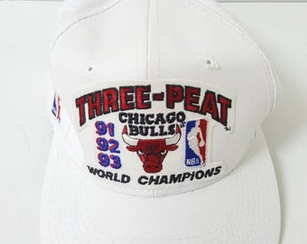 390264eb9ec79a Vintage 90s Chicago Bulls Three Peat Snapback Cap Hat