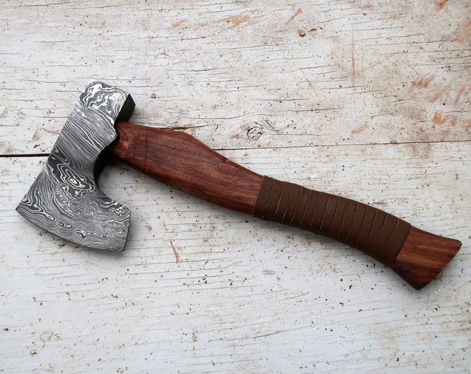 Damascus Nordic Hatchet; Damascus Steel, Rosewood Handle