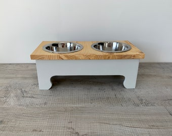 Medium Double Bowl Pine Topped Raised Dog Feeding Stand