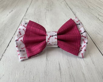 Double Dog Bow in Maroon textured Fabric with complimentary Maroon Bones Fabric.