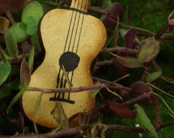 Guitar: Handley House, garden supplies, fairy garden, dollhouse, miniature, Aztec