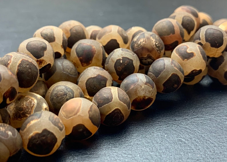 12 mm AAA DZI Tibetan Agate Faceted Round Gray Brown Etched Agate Gemstone Matte Football Mala Antique Boho Beads 14 Inches #3028