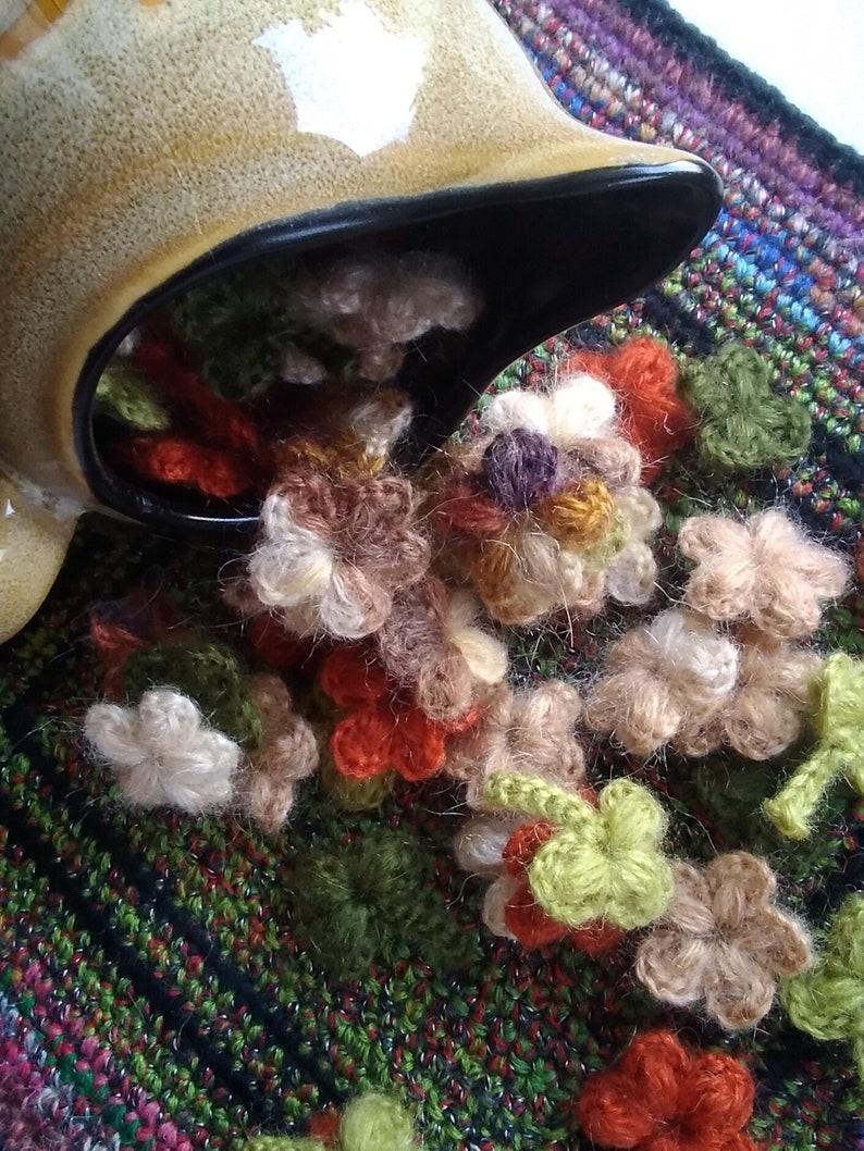 Set of 50 tiny crochet woolen flower motifs doll clothes decor fall coloured flower applique Irish crochet mini flowers and leaves decor