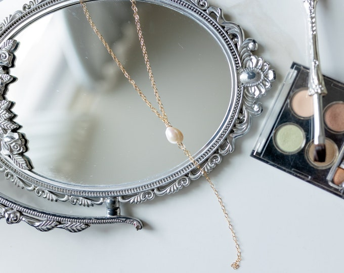 Elle Pearl Lariat Necklace