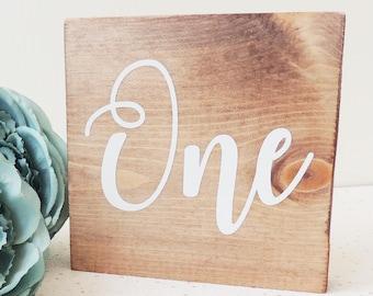numéros de table de mariage, décoration de mariage rustique, décor en bois, décorations de mariage, signe de table en bois, tables de mariage, numéros de table, signe de mariage