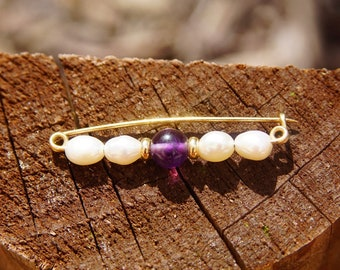 """Vintagw 14k Yellow Gold Baroque Pearl & Amethyst Pin, Cute Gold Safety Pin With Amethyst Bead And Textured Pearls, Petite Brooch Pin, 1/2"""" L"""