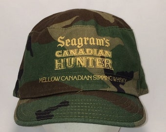 7531d8c605ab3 Vintage Seagrams Canadian Hunter Camo Cadet Military Hat Fitted 7 1 2 T5  JN8042
