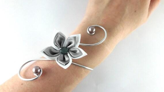 bracelet vic fleur blanche et grise mariage etsy. Black Bedroom Furniture Sets. Home Design Ideas