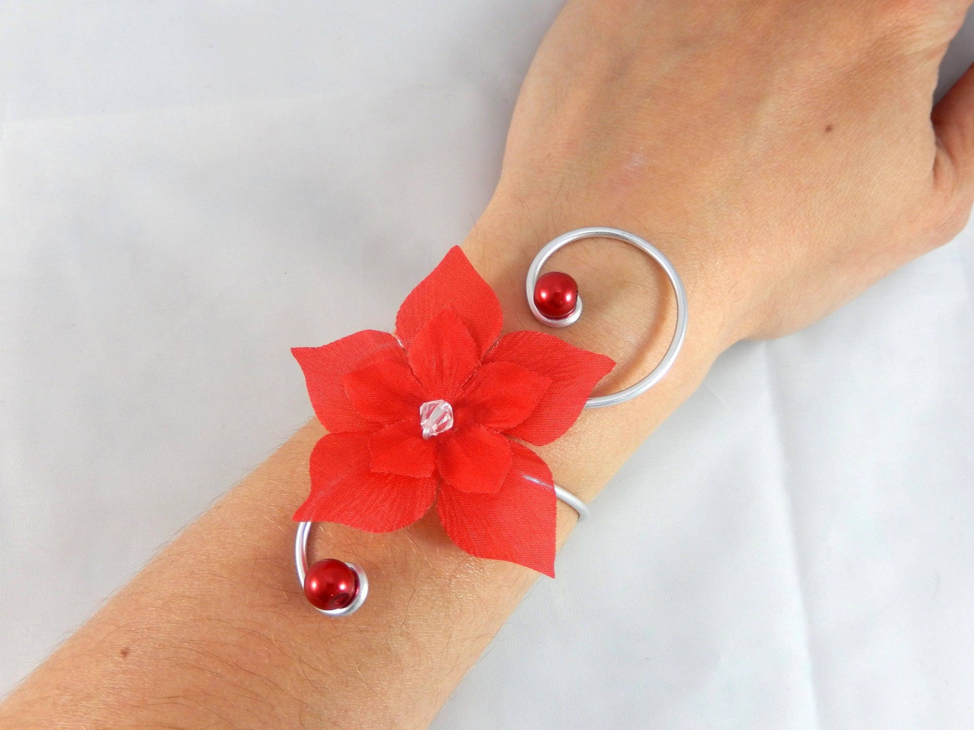 eline bracelet fleur rouge mariage etsy. Black Bedroom Furniture Sets. Home Design Ideas