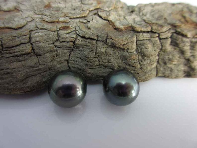 2 pieces diameter 11.5 mm model 94 Tahiti pearls pair