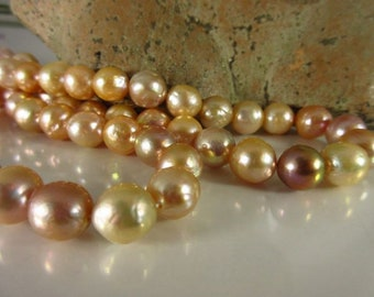 Freshwater pearl strand reflecting, baroque/salmon-lilac colors