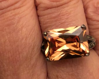 925 Sterling silver marcasite ring with brilliant golden amber colored stone