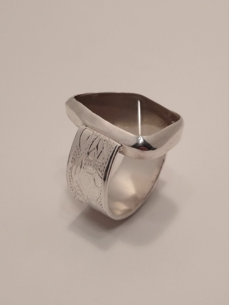 Golden Labradorite and Pure Silver Rose Pattern Ring