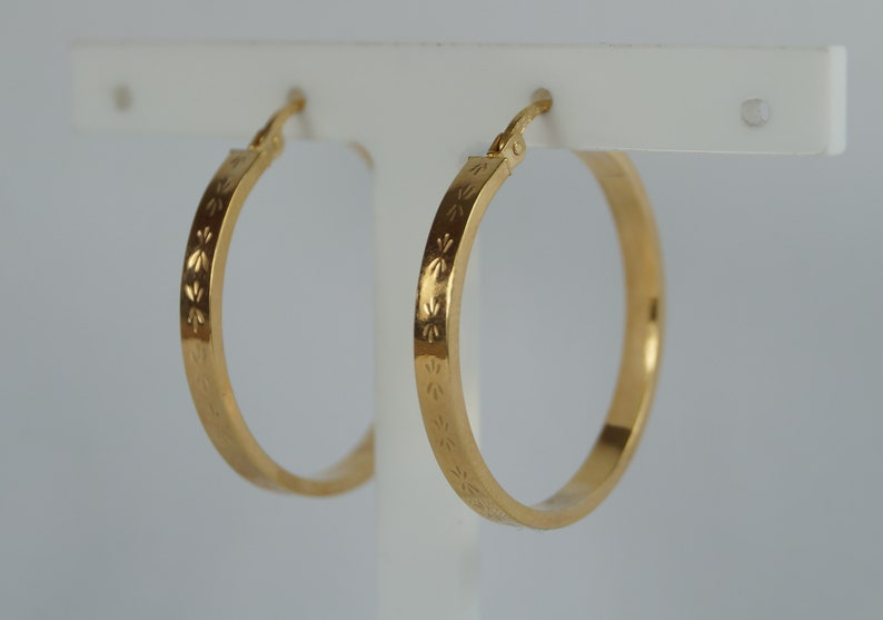 9b94b0c063d05 28mm Gold Creole/Hoop Earrings with Etchings/Engraving. Pre-Owned 9ct 375  Yellow Gold Earring.