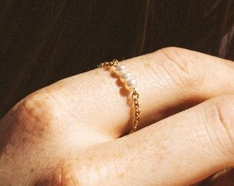 Freshwater pearl ring -  White freshwater pearls ring - Gold pearl ring - Delicate chain pearl ring