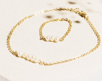 Natural freshwater pearl bracelet Pearl Solid gold chain (10K-14K) Dainty gold pearl bracelet Gift for her