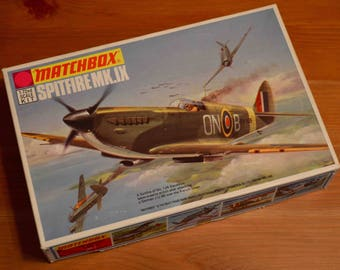 Vintage Matchbox Spitfire MK.IX 1/72 Scale Model Kit