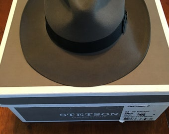7cb52f2d01bb5 Royal Deluxe Stetson Stratoliner B Caribou Hat with Box 7 1 8 Pristine  Condition