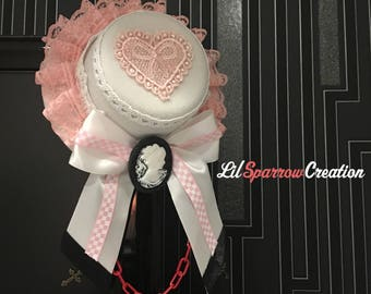 247b1fd1fb7 Classic Gothic Lolita Lady Brooch Red Chain Love Heart Bowknot White   Pink  Lace White Fascinator Top Hat  S14