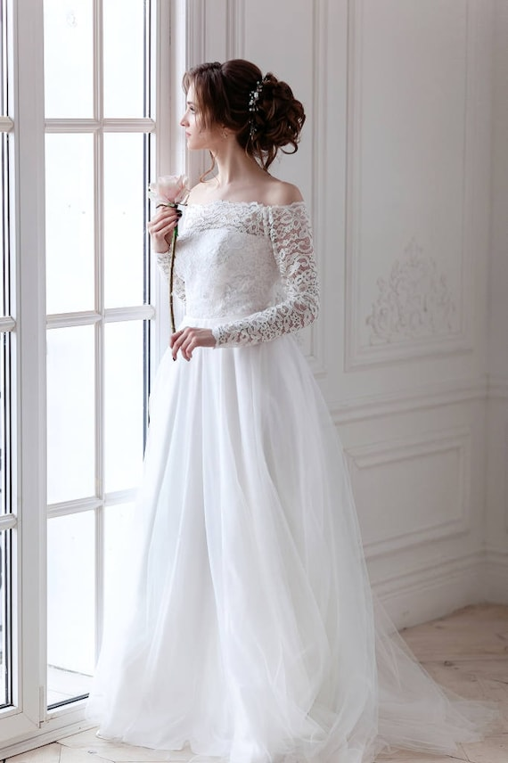 Corseted wedding dress / Fluffy skirt wedding gown / Chantilly | Etsy