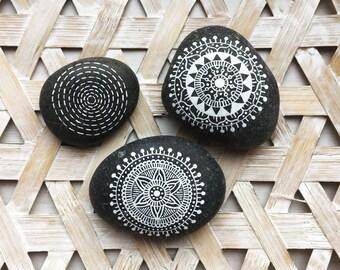 Mandala stones / boho / decoration / mandala / handmade / crafts / mandala art / home decor