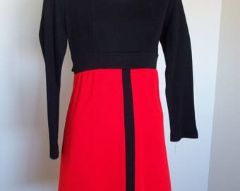 Vintage colorblock dress. Size 7 petite in good condition.